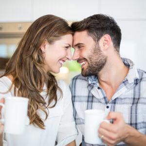お尻がプルプル揺れて… お家デートで彼が「彼女に触れたくなった瞬間」4つ