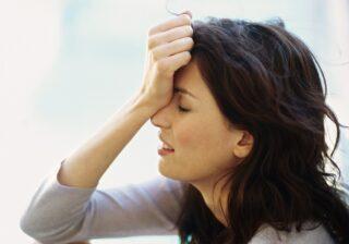 メンタル最悪、どう浮上する…? 女性約200人調査「辛い時の乗り越え方」3選