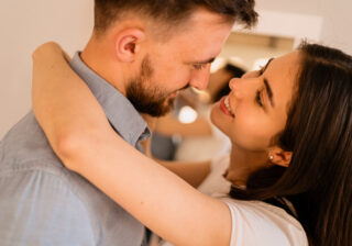 聞きづらいけど気になる…! 結婚前にさりげなく「彼の貯蓄額」を探る方法3つ
