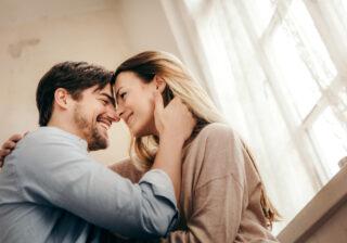 2人きりになると…♡ 男性が「ガチ惚れしたとき」に出すサイン4つ