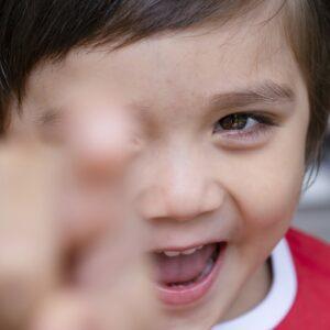 彼の幼い兄弟から…! 女性約200人に聞いた「子どもの衝撃的な言葉」6選