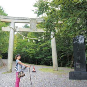 災いを吸い取ってくれる!? 『視えるんです。』伊藤三巳華がパワーを感じる神社