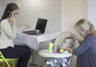 仕事と家事の両立、何で私だけ? ワ―ママが吐露する「悲痛な嘆き」3選