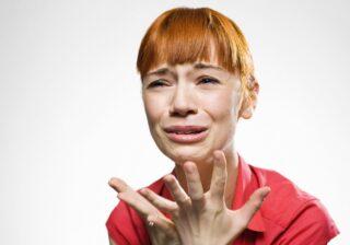 ショックすぎる…! 女性約200人に聞いた「忘れられない前髪カット失敗談」3選