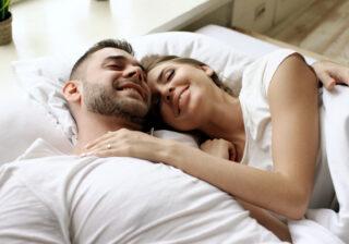 一緒にベッドに行きたい…! 男性が本命彼女と「寝る前にしたいコト」4つ
