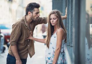 """""""8年間の遠距離""""の末… 女性たちの「長く付き合った彼と別れた理由」3つ"""