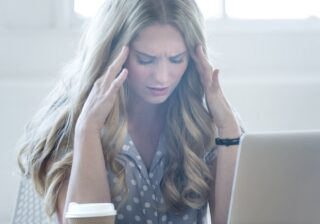 【頭痛、めまい】炎天下や気圧の変化、スマホの見過ぎで急増!? 簡単な対処法 #121