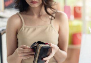 財布からポロリと落ちたのは… 昼顔妻が愕然とした「不倫発覚の瞬間」3つ