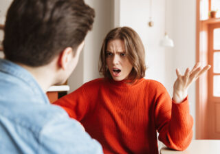 浮気相手と鉢合わせしそうになって… 彼がいきなり「お家デートに変更した」本当の理由3つ
