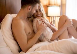 プルプルと揺らして… エッチ中に「いつもより彼を欲情させる」方法4つ