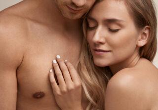 アソコの先端を手で… 男性がエッチ中に「彼女をもっと好きになった」瞬間4つ