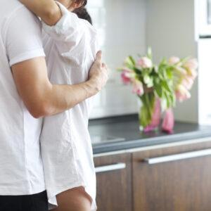 ママ友が夫を誘惑し… 妻が目撃した「エグすぎる不倫の現場」3つ