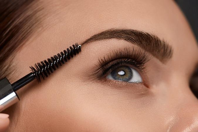 すっぴんで眉毛を整えるのはNG! 眉毛のプロが教える「しっくり眉」の作り方