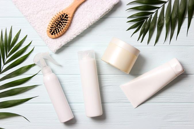 【アヴェダ】Natural,Hair,Care,Products,,Hairbrush,,Towel,And,Leaves,On,A