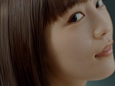 川口春奈さん、CM撮影中に寝落ちしかけた…!? 「いち髪 THE PREMIUM」新CM公開中!