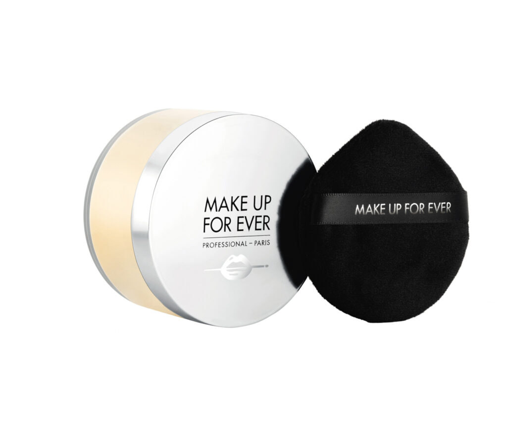 PACKSHOT UHD SETTING POWDER 2021 2.0 CLOSED WITH PUFF CLEAN BACKGROUND