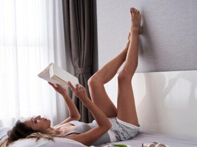 """就寝前に1分やるだけ! """"スッキリ美脚""""に近づく簡単習慣"""