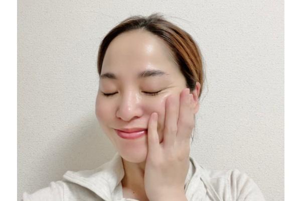 【お風呂上がり30分後】乳液、クリームで肌を整える