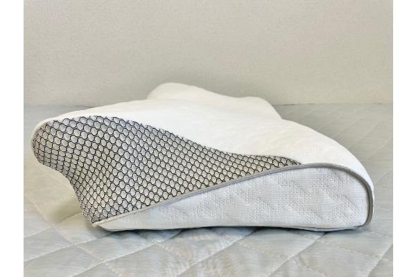 『眠りを科学する 健康睡眠枕』横から見た形状