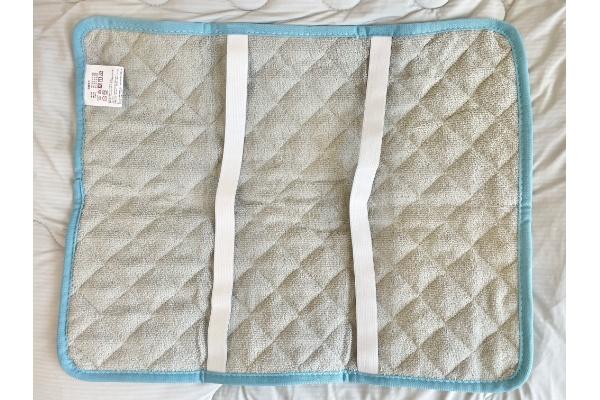 【3COINS】【ひんやりファブリック】接触冷感枕パッド』 裏