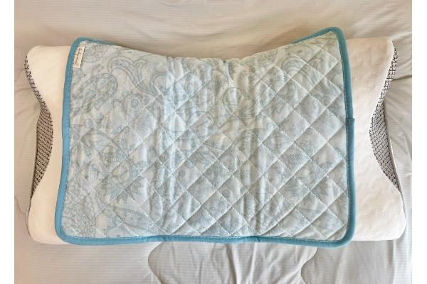 【3COINS】【ひんやりファブリック】接触冷感枕パッド』 枕に装着