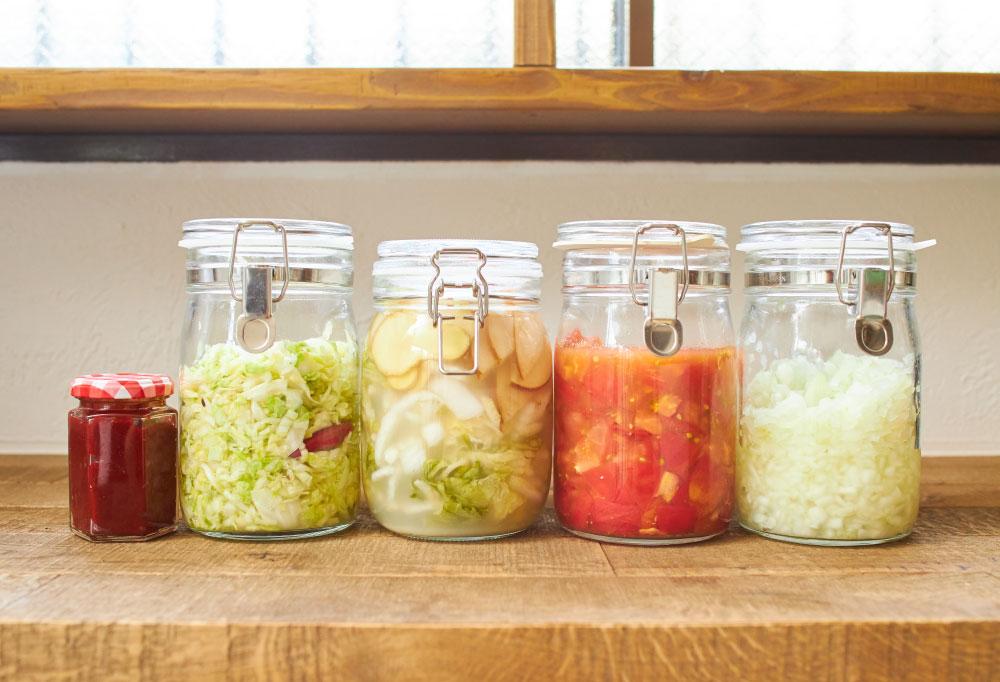 左から、①甘酒コチュジャン ②乳酸キャベツ ③水キムチ ④発酵トマト ⑤ 発酵玉ねぎ。