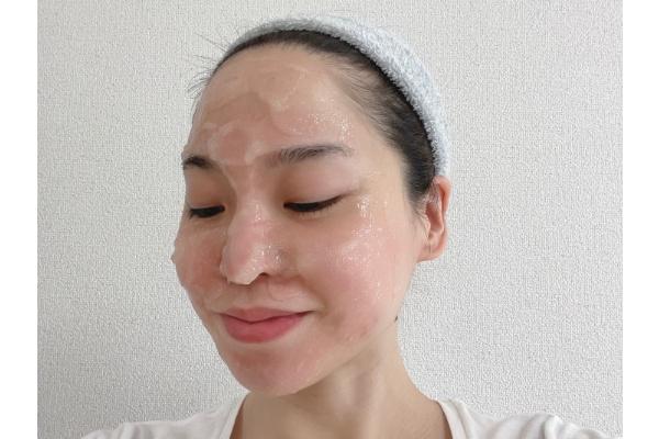 フェヴリナ 炭酸ジェルパック 顔に塗布